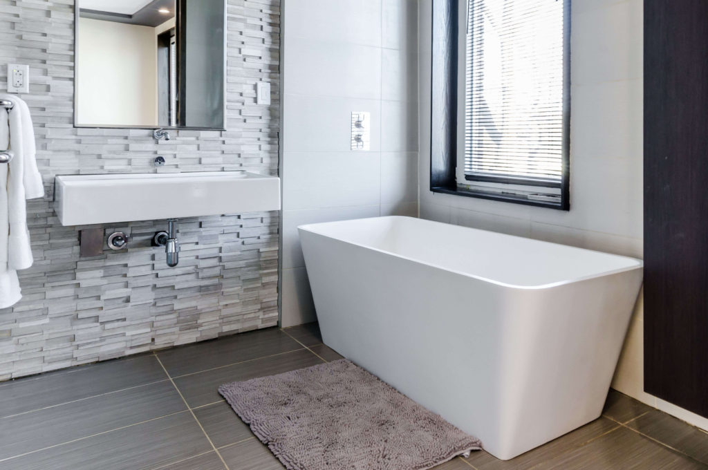 the-guide-to-selling-your-home-fast-in-seattle-bathtub